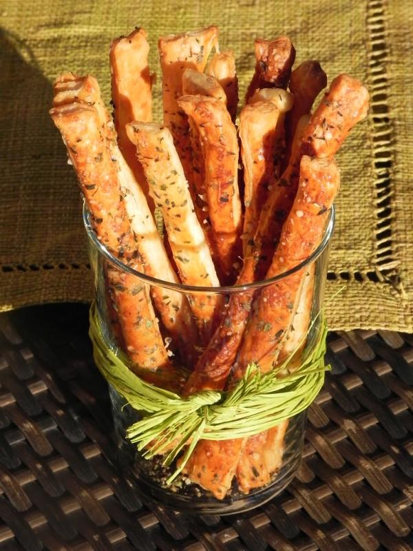 Palitos de hojaldre con parmesano con orégano