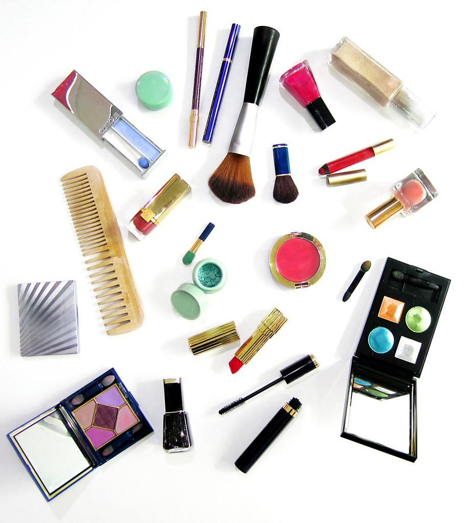 Ahorra sustituyendo productos y herramientas de maquillaje