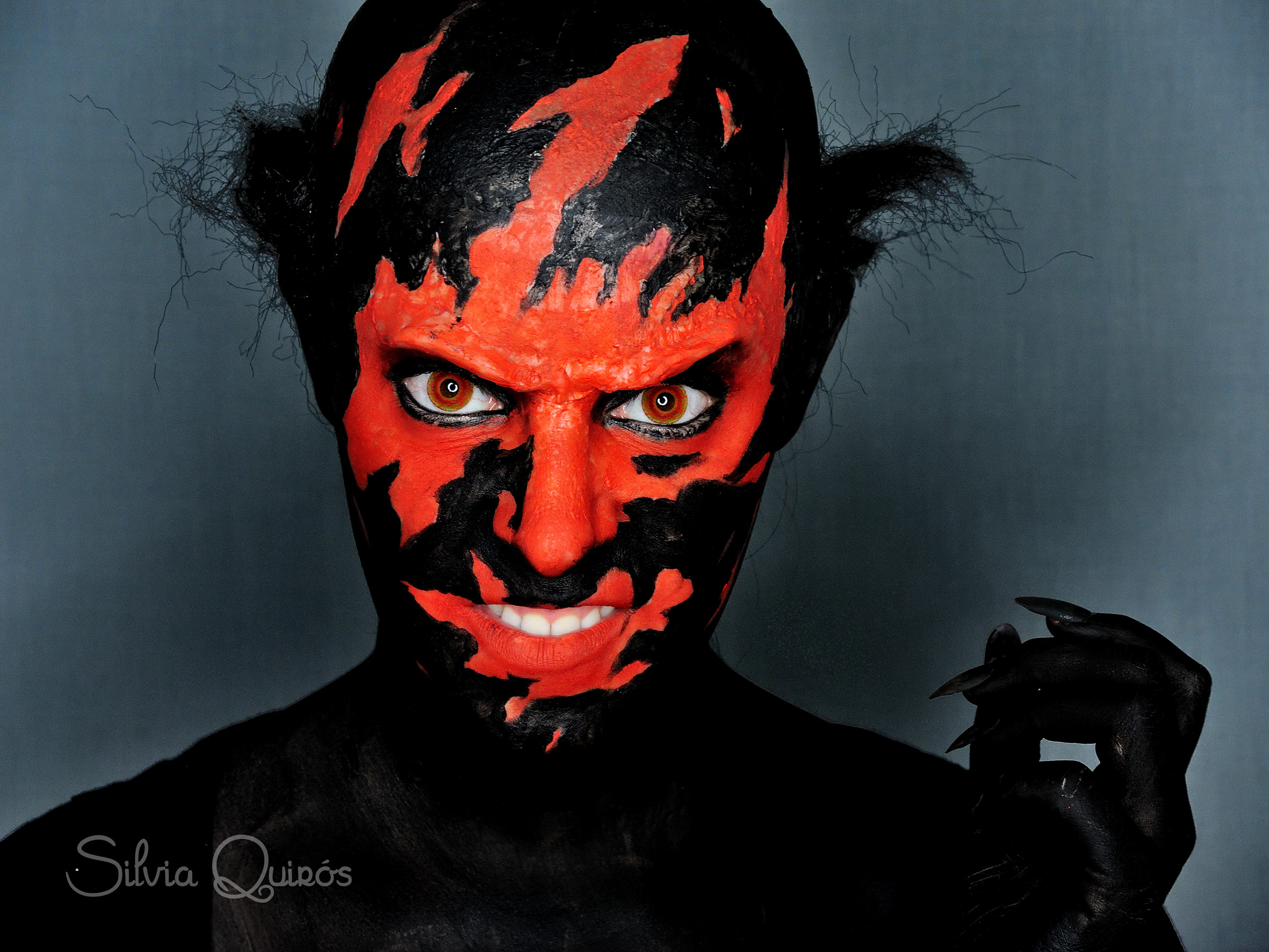 Tutorial maquillaje efecto boca de diablo tutorial for Cara pintada diablo