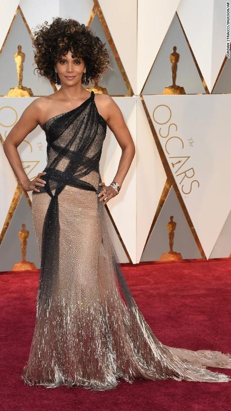 Halle Berry en  Atelier Versace Couture