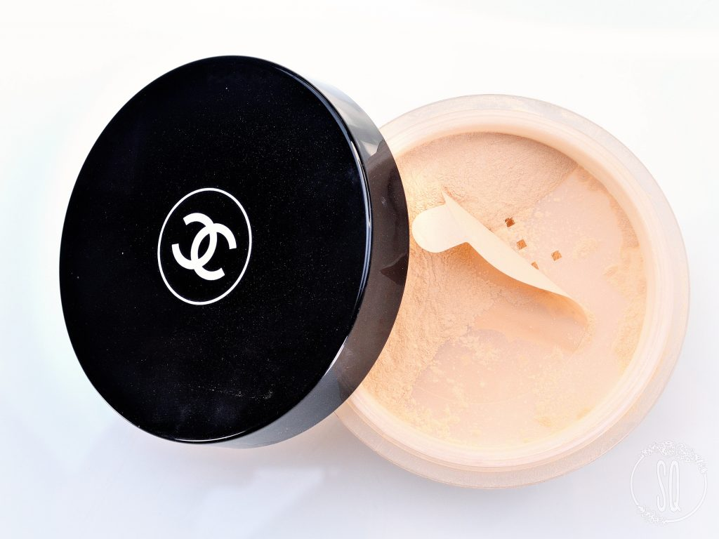 Natural finish loose powder Chanel