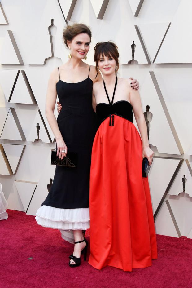 Zooey y Emily Deschanel en los Oscars 2019