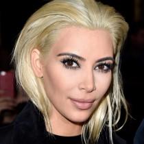 Kim Kardashian de morena a rubia ceniza